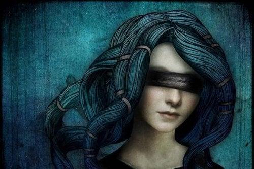 Ragazza con gli occhi bendati