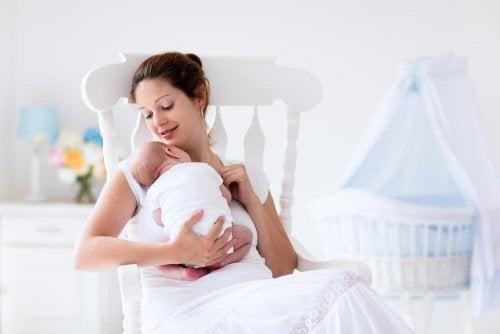 Donna con neonato