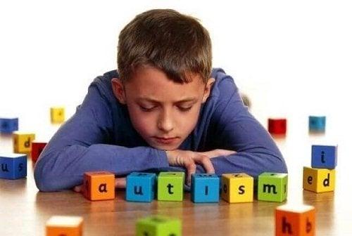 Indicatori di autismo: i 5 sintomi più comuni