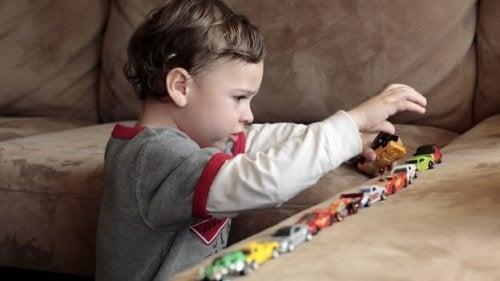 Comportamenti ripetitivi tipici autismo