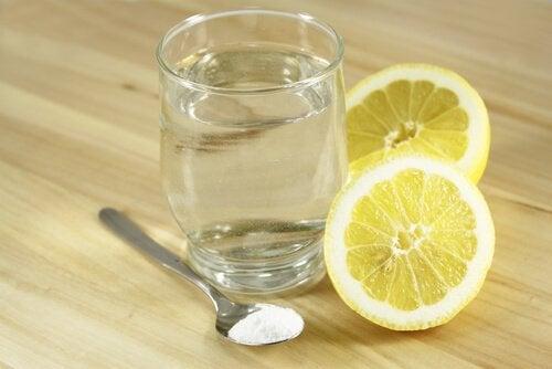 Bicarbonato di sodio e limone