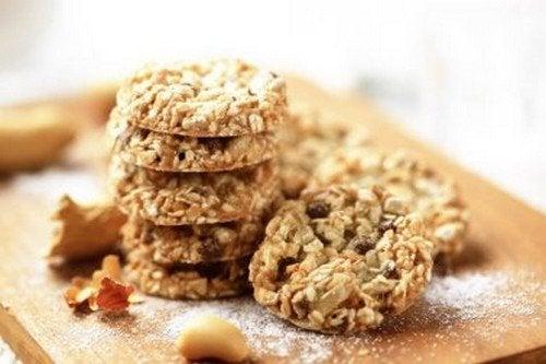 Biscotti a base di avena, lino e sesamo come spuntino durante la dieta