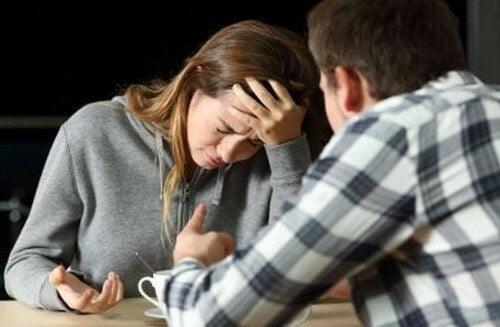 Mi ha tradita con la mia migliore amica: come devo comportarmi?