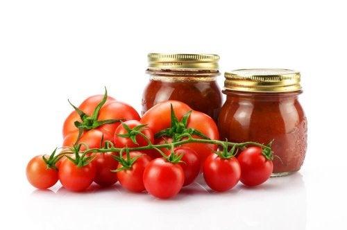Pomodori e conserva