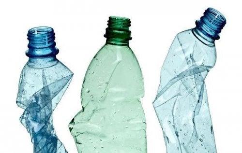 Riciclare le bottiglie di plastica