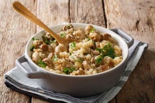 Risotto di quinoa con funghi, pollo e porro