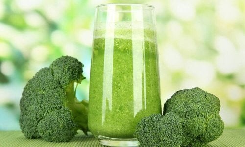 Frullato di sedano, broccoli e cavolfiore