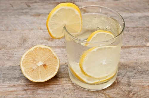Acqua e limone a digiuno