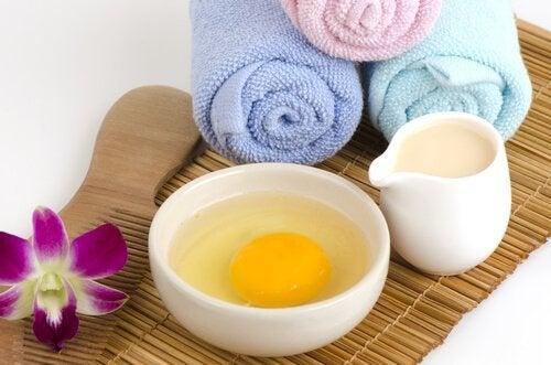 Albume d'uovo e asciugamani per maschera viso