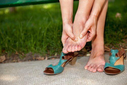 Rimedi per la distorsione alla caviglia