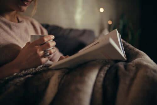 Leggere di sera fa bene al cervello