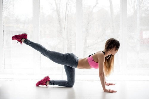Efficaci esercizi anticellulite per allenarsi in casa
