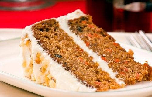 Fetta di torta alla carota