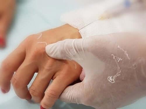 Mesoterapia contro l'invecchiamento delle mani
