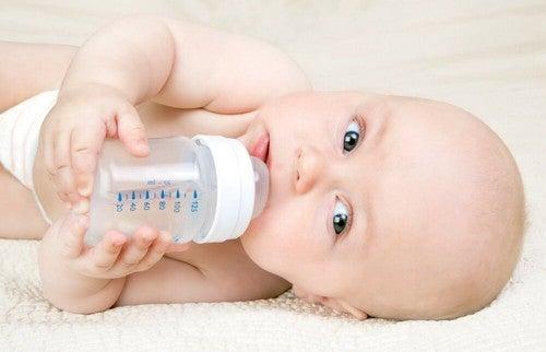 Metodo Kassing: dare il biberon al neonato
