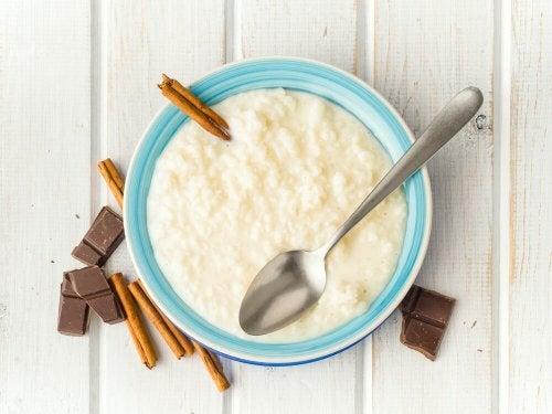 Dessert di riso dolce al latte