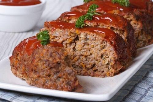 Rotolo di carne ripieno al sugo