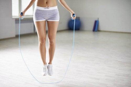 Saltare la corda esercizio anticellulite