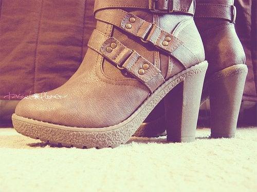 Stivali con tacchi alti