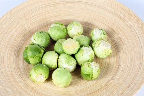 Rucetta dei cavoletti di Brusselles con crema di zucchine