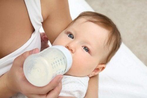 Abituare il neonato al biberon, come riuscirci