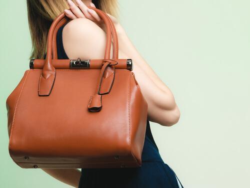 Evitare di portare borse pesanti