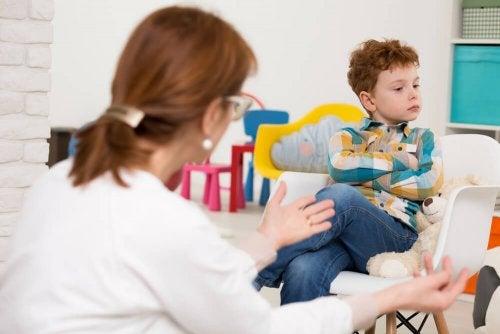 Bambino con deficit di attenzione e psicologa