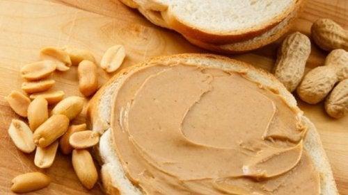 Burro d'arachidi a basso contenuto di carboidrati