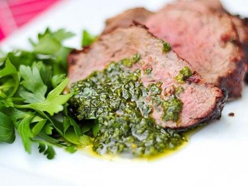 Carne con salsa chimichurri