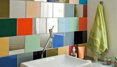 decorazioni per il bagno con mattonelle colorate