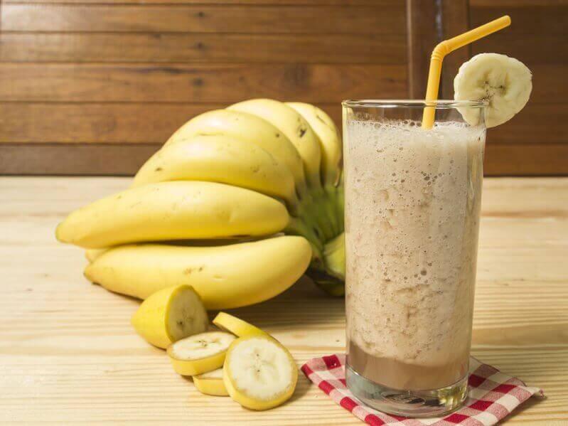 Frullato alla banana e casco di banane