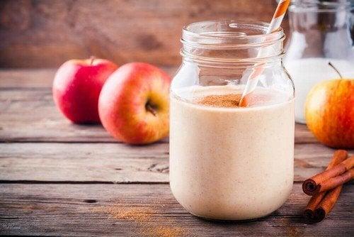 Frullato di yogurt e mela