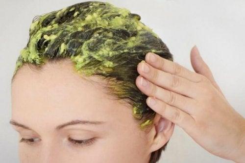 Maschera per capelli all'avocado