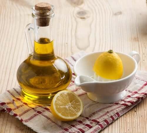 Olio di oliva e succo di limone.