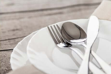 Piatti e forchette.