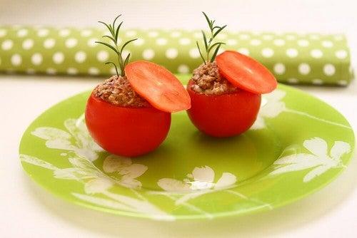 Pomodori ripieni di tonno: ricetta leggera e deliziosa