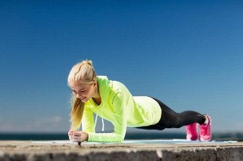 Esercizi che sfruttano il peso corporeo: i migliori 5