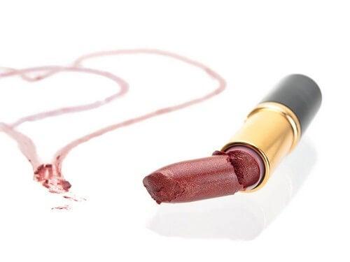 Riparare un rossetto rotto in pochi passaggi