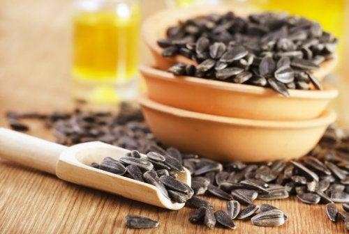 Ciotola con semi di girasola