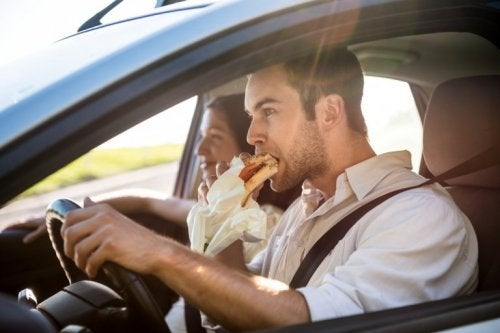 Mangiare al volante