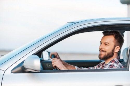 Uomo in macchina