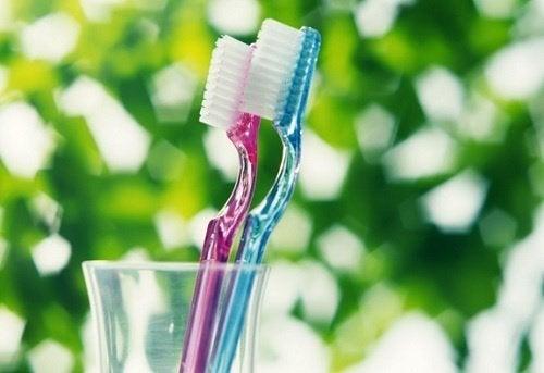 Spazzolini da denti e batteri