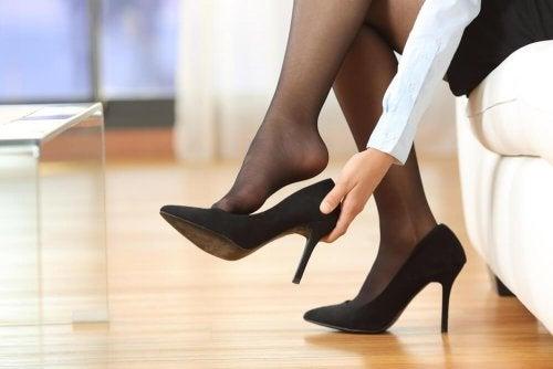 I tacchi alti causano il mal di schiena