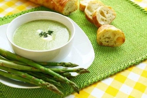 Vellutata di asparagi: due gustose ricette