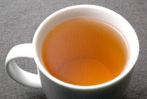 come viene preparato il tè ai fiori giamaicano per dimagrire