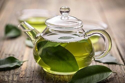 Teiera di tè verde