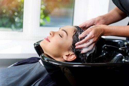 Andare dal parrucchiere: i migliori benefici per la salute