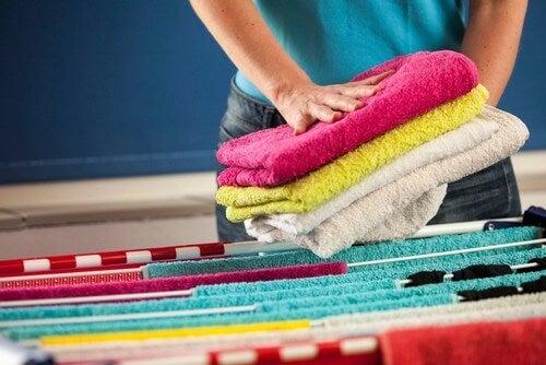 Asciugamani lavati con un ammorbidente fatto in casa
