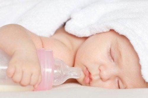 Succhiotto e biberon fanno male al bambino?