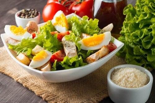 Insalata con le uova: 3 ricette che vi conquisteranno